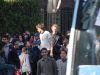 Nerven behalten - umringt von Schulkindern in Gizeh