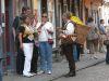 Bretzelverkäufer auf der Krämerbrücke in Erfurt